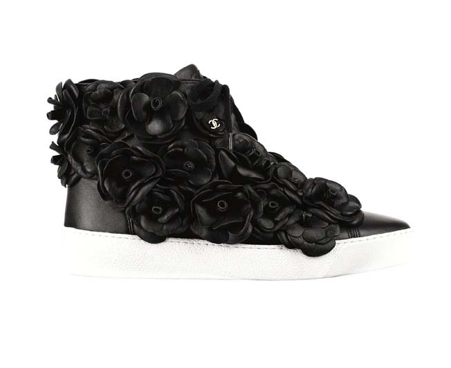 Les-baskets-Chanel_camelia