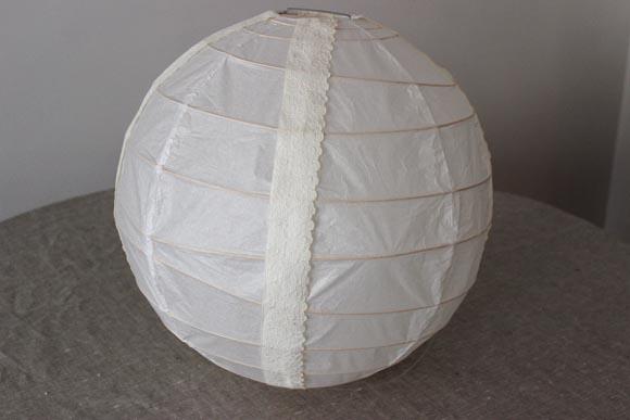 boule japonaise customisé avec de la dentelle par ilovedoityourself