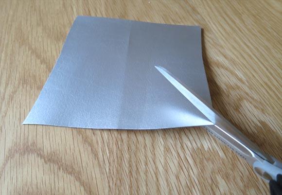 découpez des triangles dans le skai