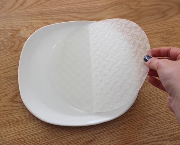 preparation de la galette de riz pour les rouleaux de printemps