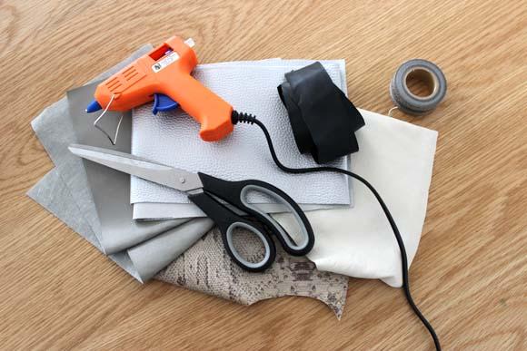 utilser des chutes de cuir et un pistolet a colle