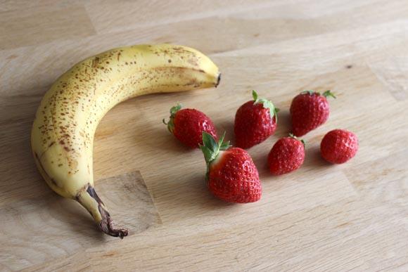 Une banane et des fraises pour un sorbet