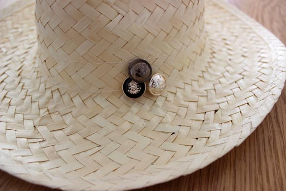 customiser un chapeau en paille façon the kooples6