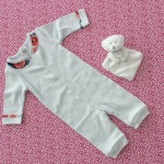 DIY bébé : Customisez un body avec un col claudine | Customize a baby bodysuit with a peter pan collar