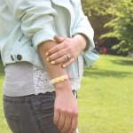 DIY : Un bracelet orné de fleurs | Flower ornament bracelet
