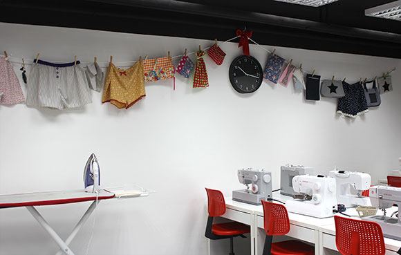un-cours-de-couture-a-l-atelier-des-coupons