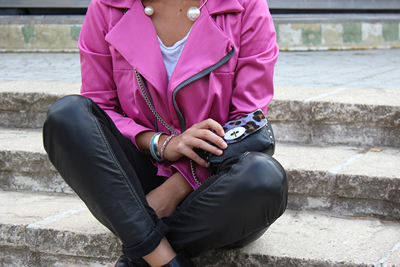 sac en cuir léopard violet