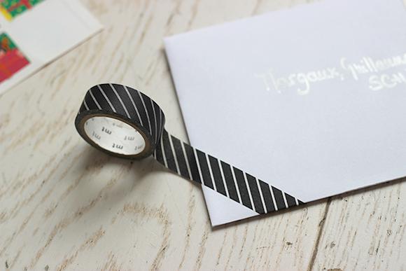 customiser une enveloppe avec du Masking tape