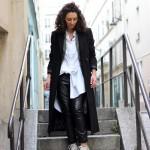 Look : Manteau long et chemise blanche