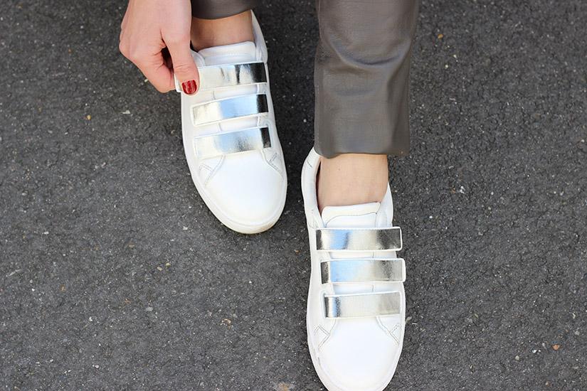 des sneakers argentées DYI