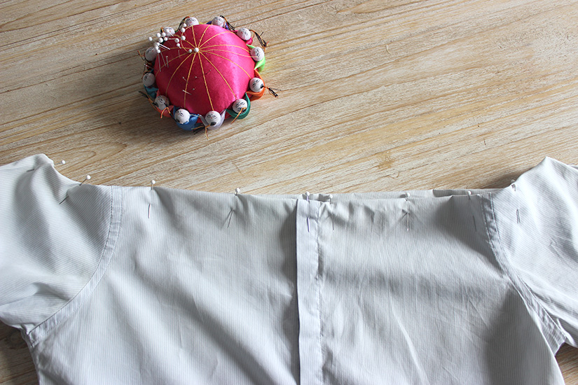 etape diy pour fabriquer une chemise sans epaules