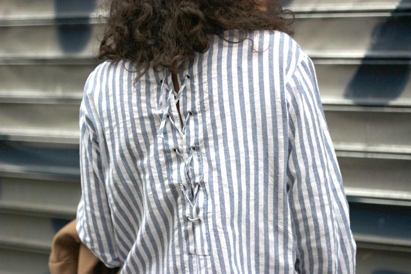 chemise lacee dans le dos