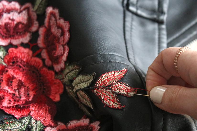 coudre les patchs floraux