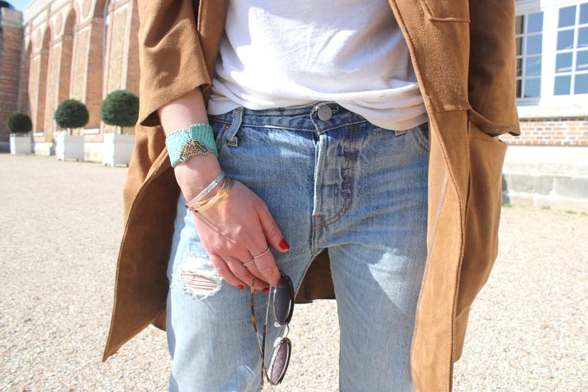 detail de look lunettes rondes jeans boyfriend