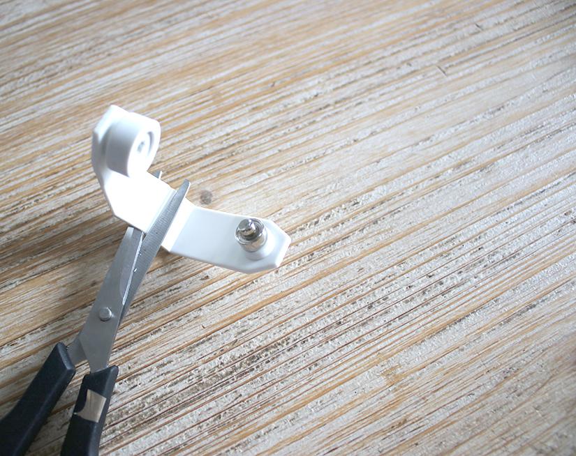 couper la pince à oeillet