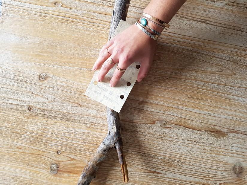 2 poncer le bois flotte