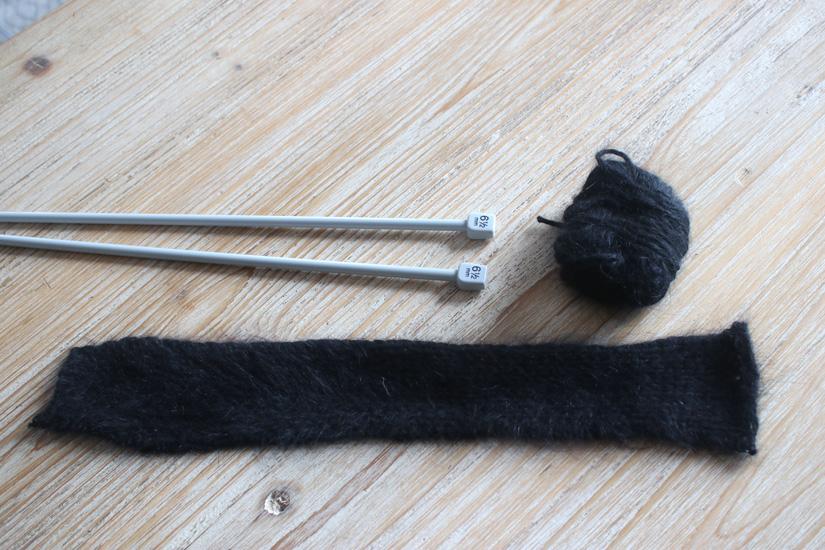 tricoter une bande en guise de collier