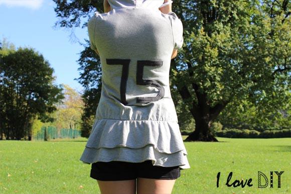 un sweat a capuche customise avec des numeros dans le dos ilovedoityourself
