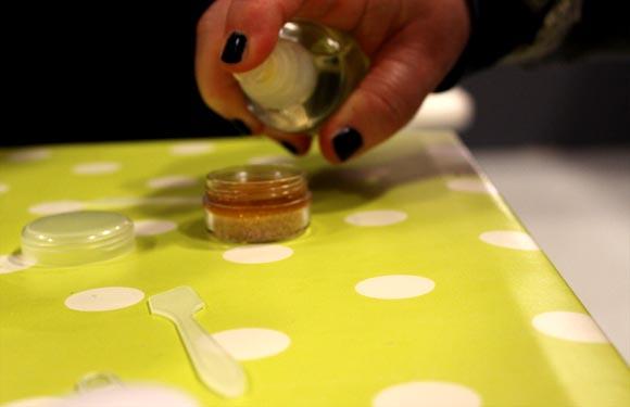 facultatif mettre de l'huile d amande douce