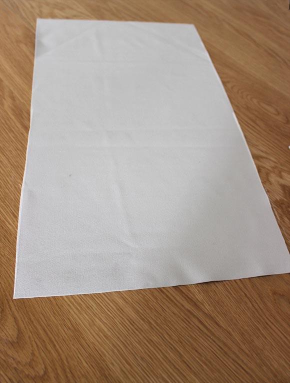 1 découpez un rectangle dans du skai