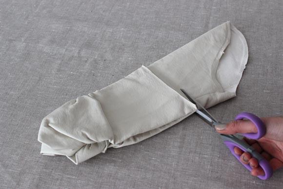 2 découpez les manches en cuir