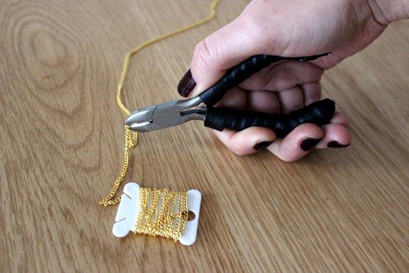 coupez la chaine à la longeur desiree pour le collier