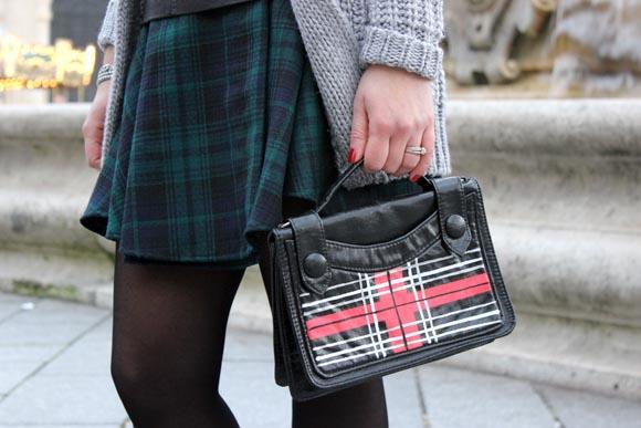 customise un sac avec du tartan au feutre posca ilovediy