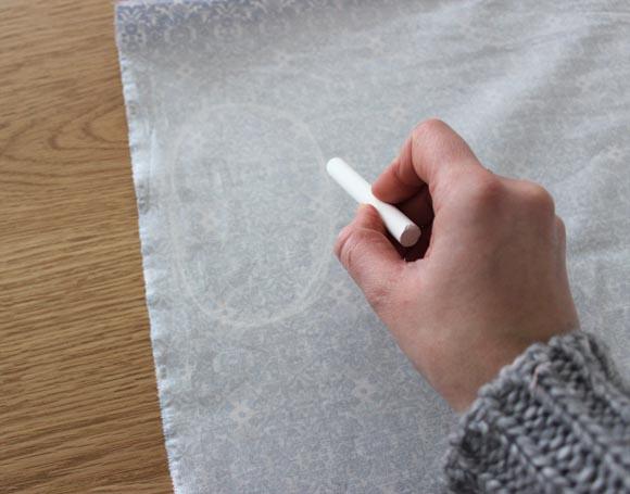dessiner des coudiers pour customiser une chemise d homme