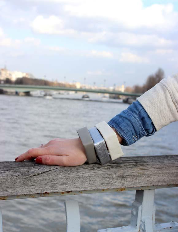des bracelets cubes en plastique recyclé