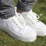 DIY : Customisez des baskets en toile avec de la dentelle | Customize your sneakers with lace