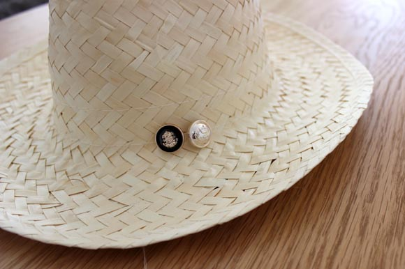 customiser un chapeau en paille façon the kooples5