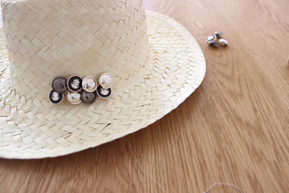 customiser un chapeau en paille façon the kooples8