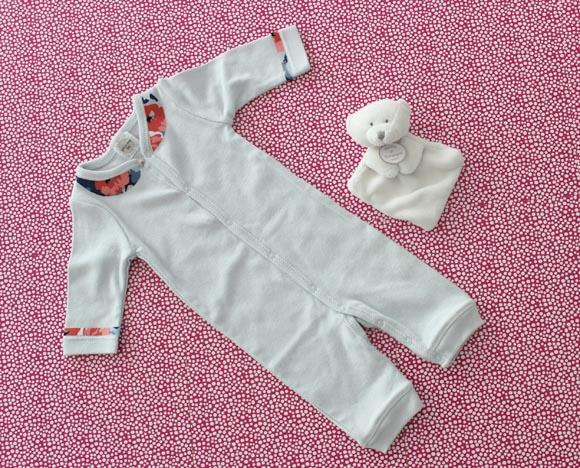 customisez un body de bebe avec un col claudine11