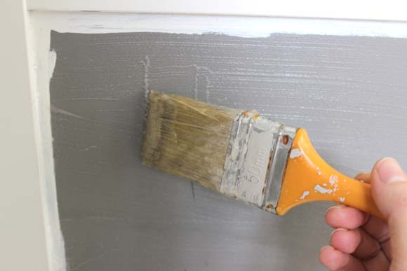 appliquez la colle a papier peint