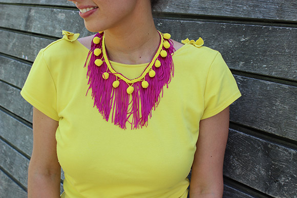 collier a franges rose et jaune diy