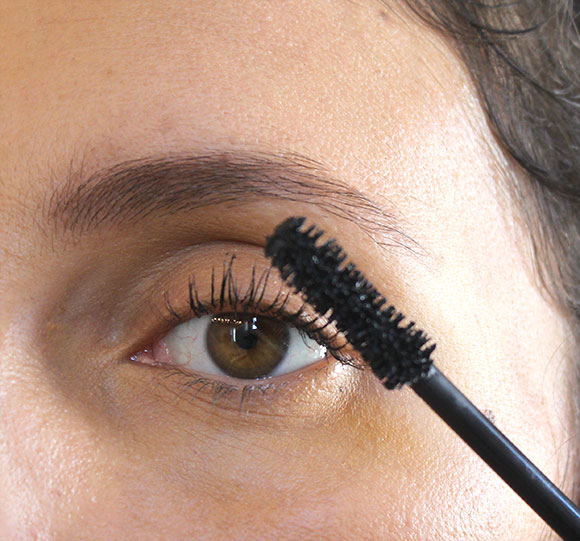 mascara-application