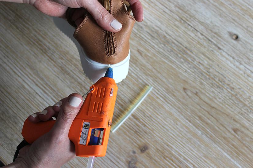 coller la corde sur une semelle pour un effet espadrille